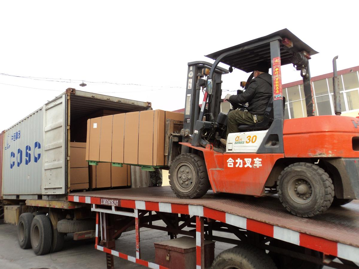 loading container(osb).JPG